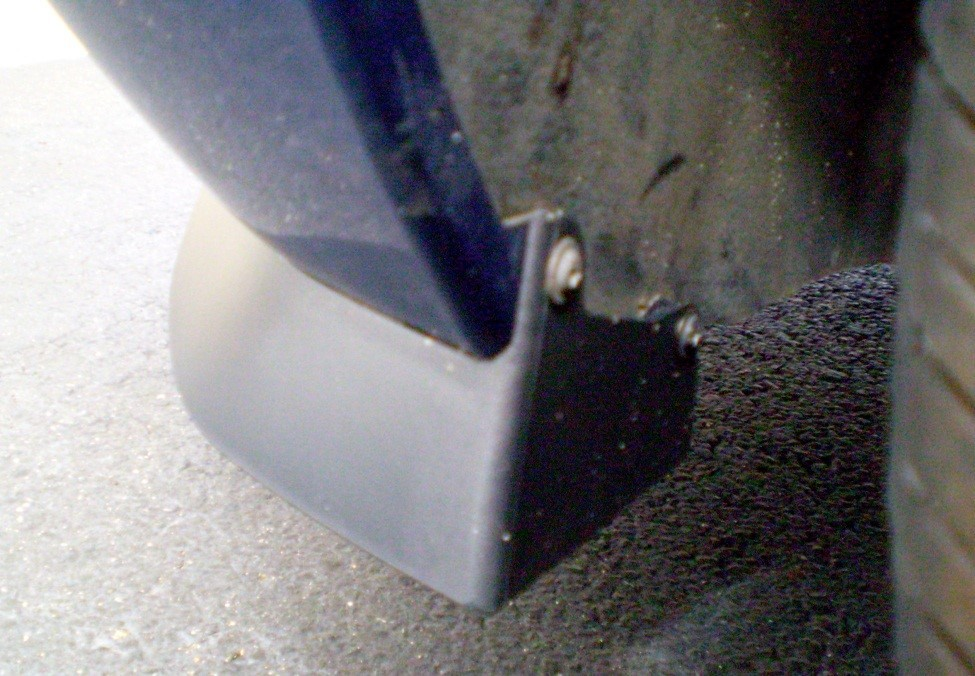 2005-2009 CDC V6 CHIN SPOILER Install 4