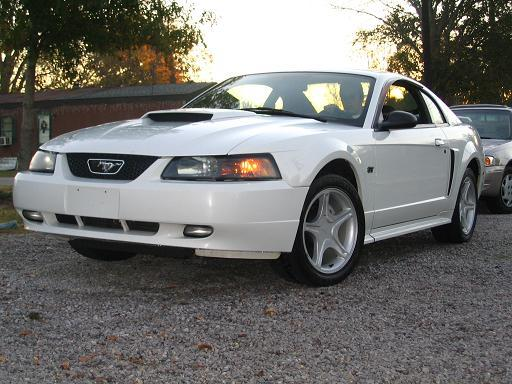2001 oxford white mustang gt