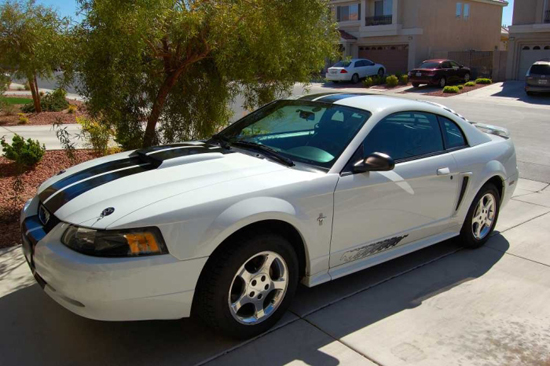 2003 Oxford White Mustang V6