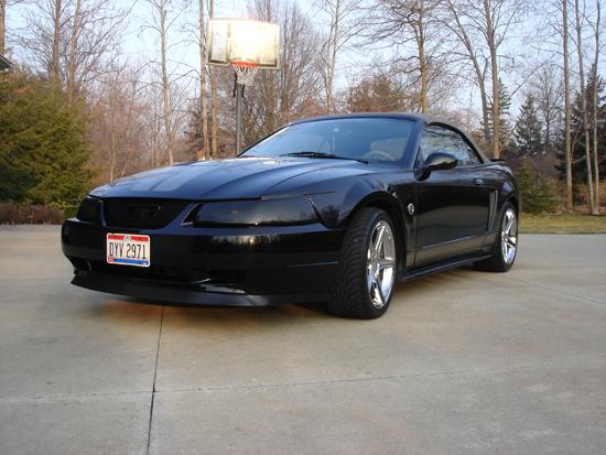 2004 Black Mustang V6 Vert 1