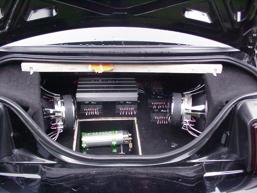 2000 GT Mustang Stereo