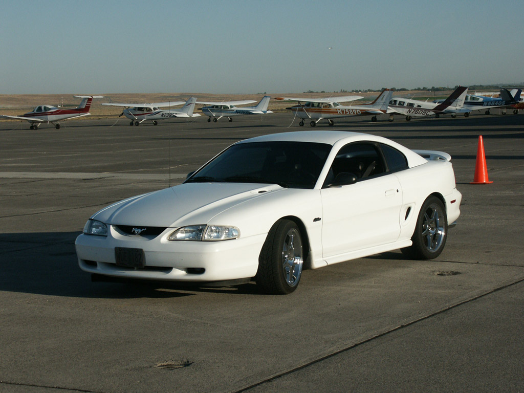 1998 Whtie Ford Mustang GT
